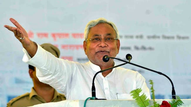 Is Nitish Kumar waiting for the bad day of Lalu Prasad Yadav? 1